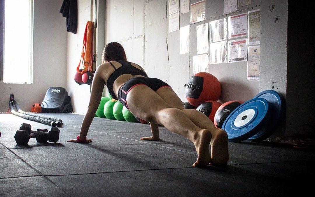 Salle de sport… à la maison : 5 exercices pour perdre du ventre en restant chez soi